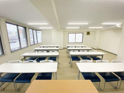 共栄実業(株) エイトビル うめきた会議室401(24名可)の室内の写真