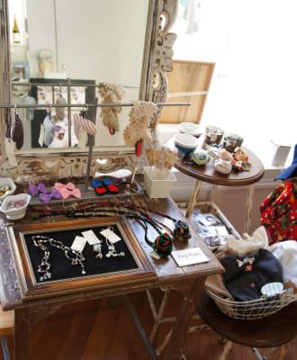 物販イベントの様子です - メゾンドシャポー ギャラリーの室内の写真
