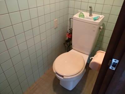 トイレはRebornサロンスペースと共有 - Reborn つどい場の設備の写真