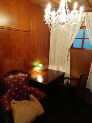 合計4名座れるように椅子とソファをご用意。 - Toga40(とがよんじゅう) 貸し個室の設備の写真