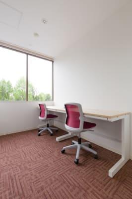 2名収容部屋(410室) ※机は移動可能 - Regg Aoyama REGG-2名部屋の室内の写真