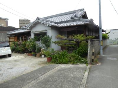 門からみて右手の母屋です。レンタル個室はこの向かいです。 - Toga40(とがよんじゅう) 貸し個室の外観の写真