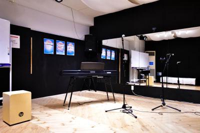 音楽のリハーサルにも 楽器は無料貸し出し - ラビートスタジオ 天神駅4分多目的スタジオの室内の写真