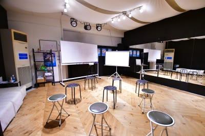 プロジェクター有り セミナーや観賞会に - ラビートスタジオ 天神駅4分多目的スタジオの室内の写真