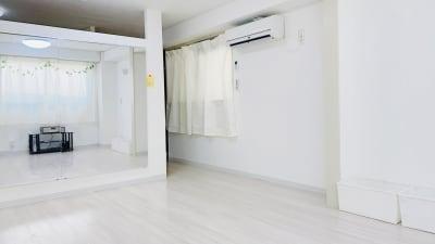 間仕切りがあり、プライバシーが守られます。 - レンタルスタジオ「Bee」 多目的プライベートスタジオの室内の写真