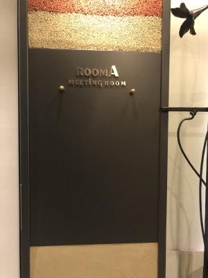 扉横には、マグネットで案内なども貼り出しできます - 恵比寿カルフール Aルームの室内の写真