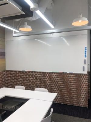 壁付けのホワイトボード - 恵比寿カルフール Bルームの設備の写真