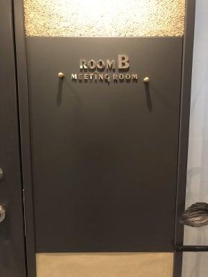 扉横には、マグネットで案内なども貼り出しできます - 恵比寿カルフール Bルームの室内の写真