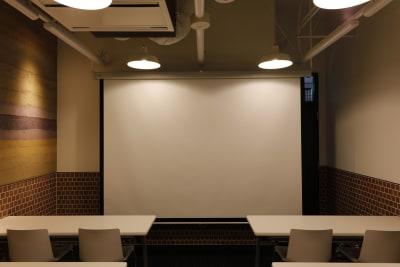 備え付けスクリーン - 恵比寿カルフール Bルームの設備の写真