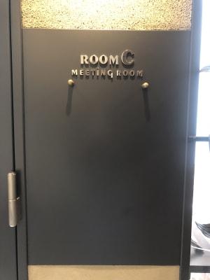 扉横には、マグネットで案内なども貼り出しできます - 恵比寿カルフール Cルームの室内の写真
