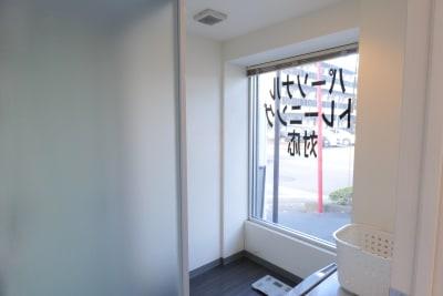 シャワールーム。 更衣室 - マーシャルアーツ&フィットネスLuminous ジム貸切の設備の写真