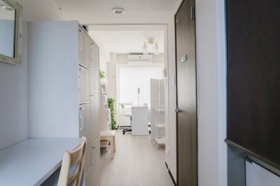 入口から - レンタルサロンモンレーブ2号店 プライベートサロンの室内の写真