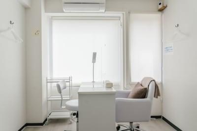 窓側 - レンタルサロンモンレーブ2号店 プライベートサロンの室内の写真