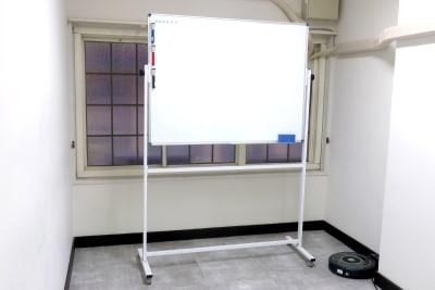 ホワイトボードもござます。ご自由にご利用下さい。  - レンタルスペース zest 2階 会議室、サロンスペース!の室内の写真