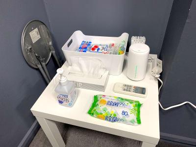 入室前のアルコール消毒と退出前の除菌清掃のご協力お願いします。 - L&Cスペース日本橋駅前 A号室の設備の写真