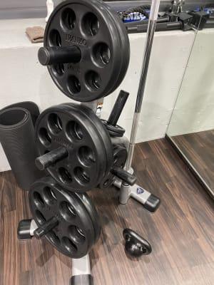 プレート 1.25kg×2枚 2.5kg×2枚 5kg×2枚 10kg×2枚 15kg×2枚 20kg×2枚 - ビオスさいたま新都心店 トレーニングルームの設備の写真