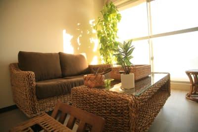 南の癒しをイメージしていただける調度品がそろっています - Chikusa Premium Goen Premiumの室内の写真
