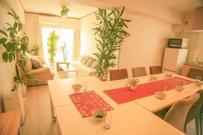 テーブルが3つあり、レイアウトの変更もできます - Chikusa Premium Goen Premiumの室内の写真