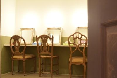 メイクルームは4人くらいで使用できます - 浅草橋ロゼスタジオの室内の写真