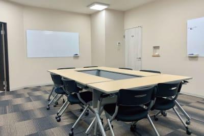少人数のミーティングや、テレワークにも利用可能 - 株式会社 ライフキット セミナー・会議室の室内の写真