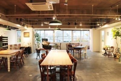 常設42席ご用意。 - レンタルスペース  パズル浅草橋 カフェ・イベントスペース  の室内の写真