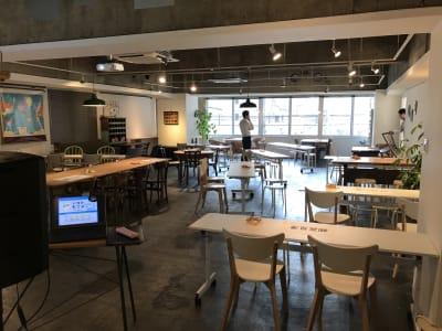 セミナー利用:広い120㎡、カジュアルな空間でリラックスしながらのセミナー利用が可能 - レンタルスペース  パズル浅草橋 カフェ・イベントスペース  の室内の写真