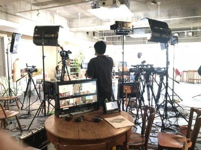 動画撮影利用:アンティーク家具をそのまま使える!電源、計16回路確保可能 - レンタルスペース  パズル浅草橋 カフェ・イベントスペース  の室内の写真