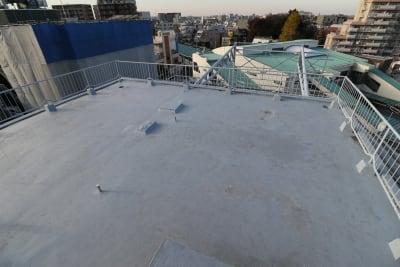 5F屋上です。300㎡以上のスペースをお使い頂けます。 - 屋上スタジオレンタル【えこてん】 屋上撮影スタジオ、ロケ地の室内の写真