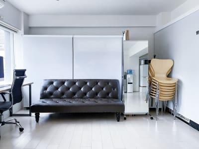 ご入室された時の初期状態/入って右側 - 西麻布撮影スタジオ 六本木駅近 レンタルスタジオ&ワークスペースの室内の写真