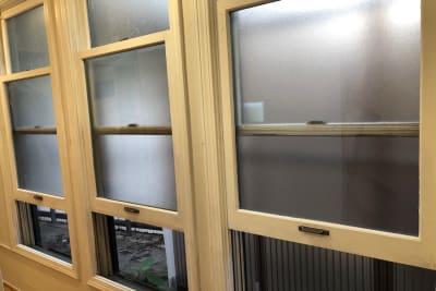 大きな窓があり換気できます - 【forspace渋谷本町】 多目的スペースの室内の写真