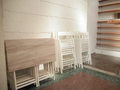1人で移動できるイスとテーブルを各20個ご用意しております。 - Funshare 浅草橋 最大20名までの多目的スペース!の設備の写真