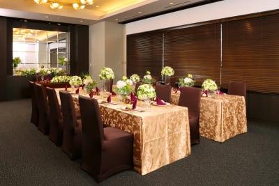 エレガントからシンプルまで幅広いコーディネートが可能です - KKR HOTEL HAKATA 上質な多目的空間【はくちょう】の室内の写真