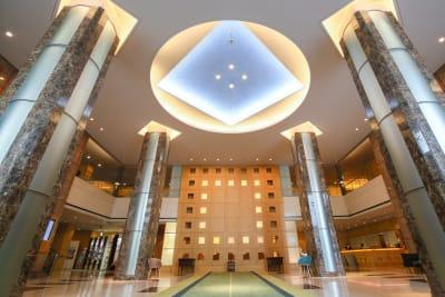 吹き抜けのロビーが皆様をお出迎え致します - KKR HOTEL HAKATA 上質な多目的空間【はくちょう】のその他の写真
