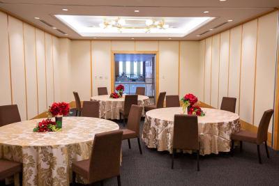 会議後の懇親会や交流会にご利用いただけるスタイルもお任せください - KKR HOTEL HAKATA ビジネス利用に最適【オリオン】の室内の写真