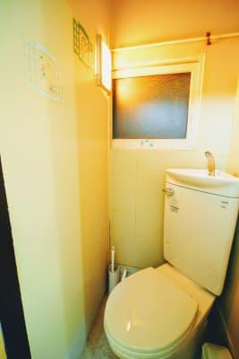 トイレ。すごく狭いです、すみません… - RUE大塚 自習室の室内の写真
