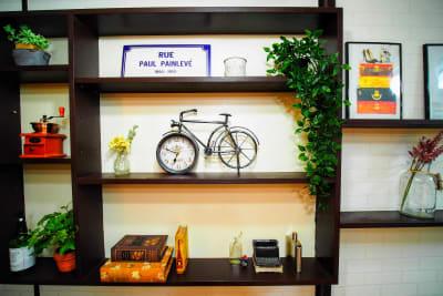 インスタ映えする小物いろいろ設置しています - RUE大塚 自習室の室内の写真