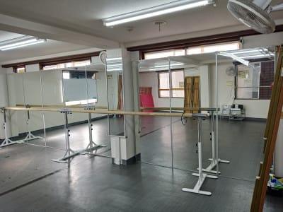 バレエバーも利用できます - 北千住スタジオk 多目的ルーム, 格闘技道場、教室の室内の写真