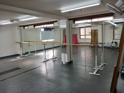 バレイバーの長さ6m - 北千住スタジオk 多目的ルーム, 格闘技道場、教室の室内の写真