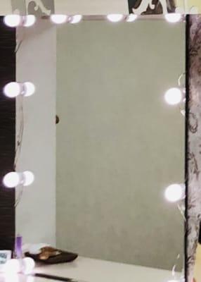 お好みで女優ライトも点灯頂けます - 銀座駅3分.理美容サロンの面貸し 銀座駅3分フラトチェアの面貸しの室内の写真