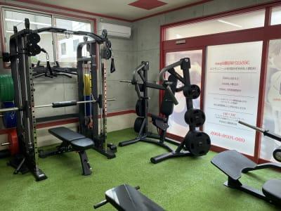 Stoic's Base プライベートトレーニングジムの室内の写真