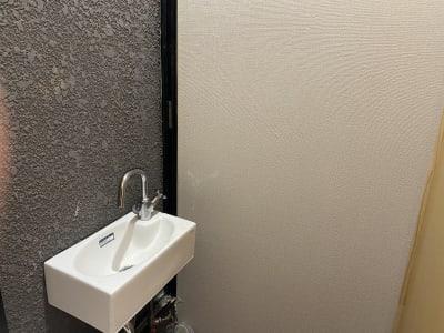 手洗い器(受付側小部屋にあります) - シェアサロン らくさす レンタルサロンの設備の写真