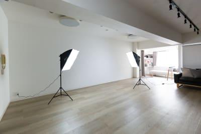 白ホリゾントスタジオとしてもお使い頂けます📷自然光あり🌞 - TS00169代々木 マルチメディアスペースの室内の写真