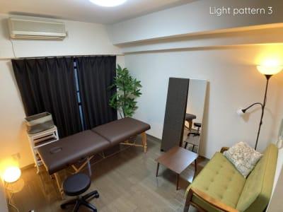 【調光パターン③】色や光量を調光可能なシステムを導入しています。 - ◆エブリ梅田東◆レンタルサロン★ エステスペース、多目的スペースの室内の写真
