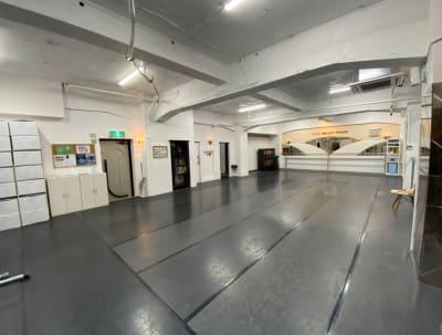 UESバレエスタジオの室内の写真