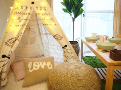 テントとプフ - オシャレンタル池袋 撮影・パーティースペースの室内の写真