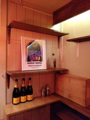 奥の棚に装飾増やしました - レンタルBar レンタルスペース パーティーやセミナー使いにも◎の室内の写真