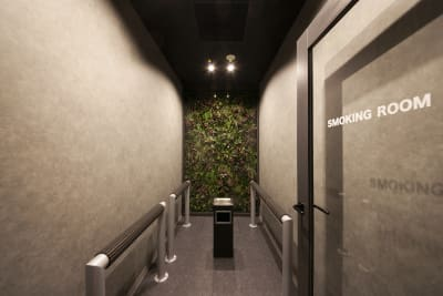 喫煙ルームがあります - 東邦オフィス福岡天神 東邦オフィス天神貸し会議室⑤名の設備の写真