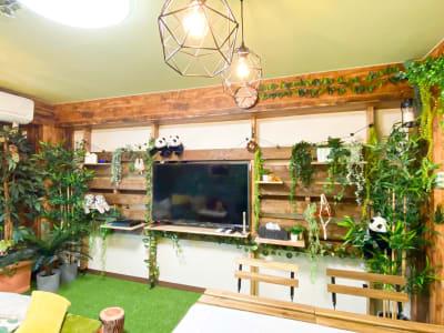 大型テレビです。 (DVD、Blu-ray別途料金) - H.R.S.O 大須ジャングル Heavenly大須ジャングルの室内の写真