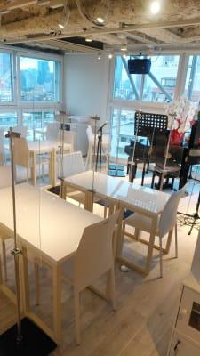アクリル板も設置 - 歌声ピアノサロンメロディー ピアノサロンメロディーの室内の写真