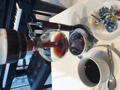 サイフォンコーヒーなども提供できます - 歌声ピアノサロンメロディー ピアノサロンメロディーの室内の写真